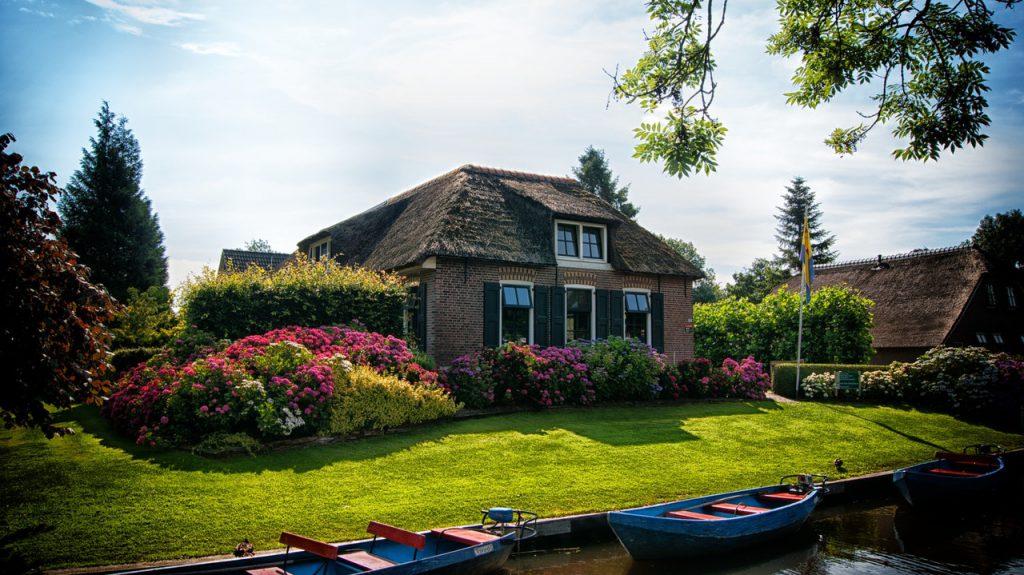 Güzel Evler Görüyorsunuz